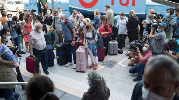 La llegada de estos primeros turistas extranjeros a España se inscribe en un programa piloto para reactivar el turismo.