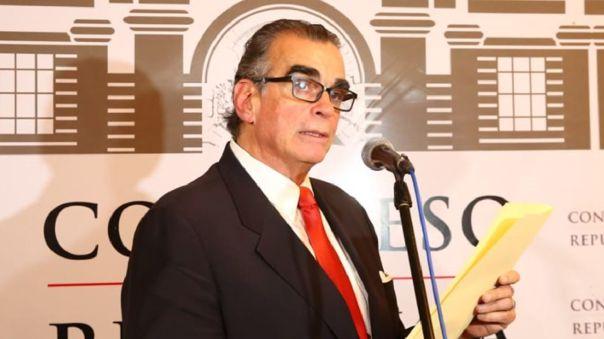 Pedro Olaechea aseguró que se trata del pago que le corresponde a congresistas tras disolución del parlamento.