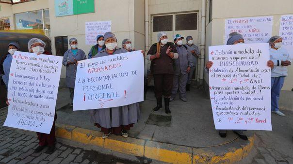 Personal de salud en Bolivia para reclamar más insumos en la lucha contra la COVID-19.