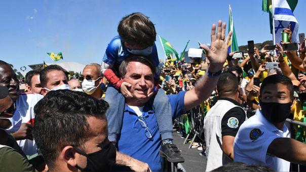 Durante el desarrollo de la pandemia, Jair Bolsonaro ha realizado eventos en los que congrega a sus seguidores e incluso interactúa con ellos.