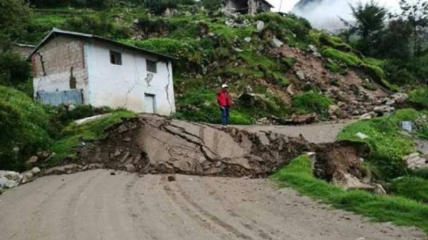 Los huaicos destruyeron vías aledañas al río Colca.