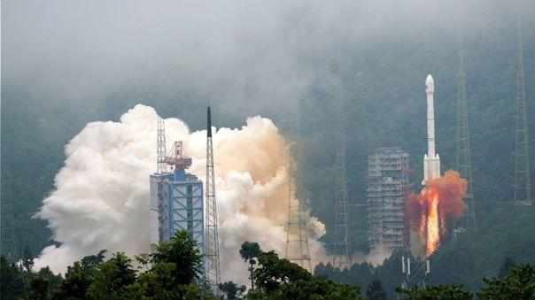 Momento del despegue del último satélite del sistema chino de navegación Beidou.