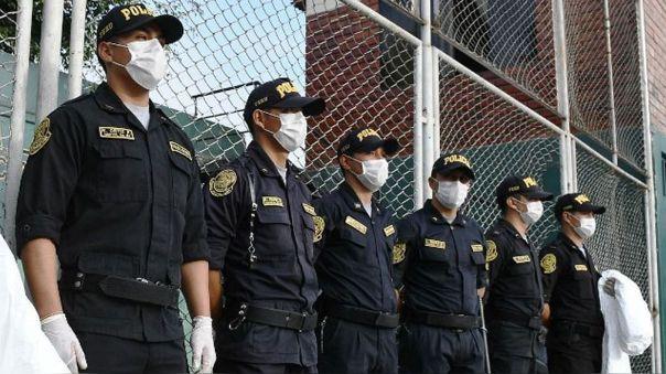 Coronavirus En Peru 223 Policias Murieron Por Covid 19 En 100 Dias De Estado De Emergencia Rpp Noticias Peruanas que pisan fuerte en el mundo. 223 policias murieron por covid 19 en