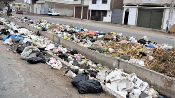 Calles se llenaron de basura nuevamente