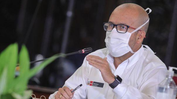 Ministro de Salud criticó la postura de las clínicas privadas sobre las tarifas para pacientes con COVID-19.