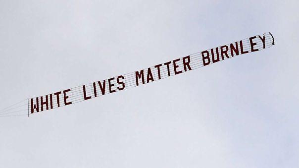 Burnley identifica y suspende para siempre a responsables de la avioneta 'White Lives Matter