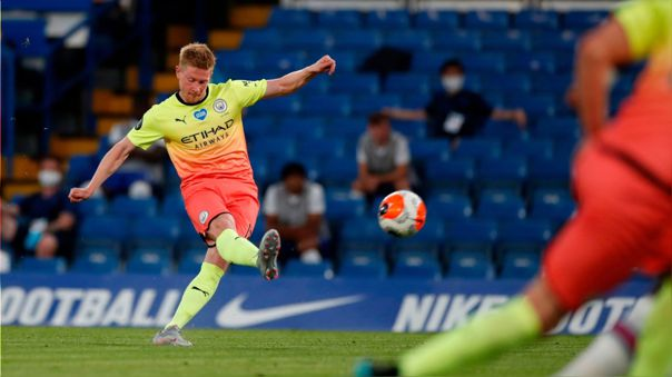 Kepa solo voló para la foto: el soberbio gol de tiro libre que marcó De Bruyne