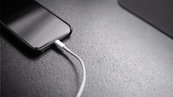 Muchas de las prácticas emprendidas por Apple, como eliminar el puerto de audífono de 3.5 mm, fueron imitadas por sus competidores en Android.