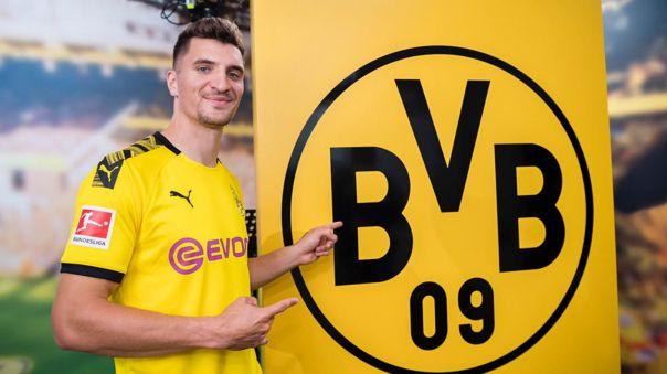 Borussia Dortmund hizo oficial el fichaje del belga Thomas Meunier