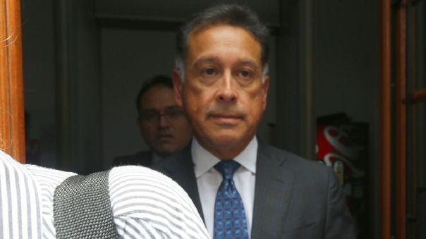 Gerardo Sepúlveda a la salida de una sede judicial peruana, el día que se le dictó impedimento de salida del país.