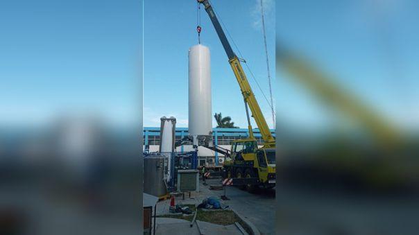 Isotanque instalado en el Hospital Almanzor Aguinaga Asenjo
