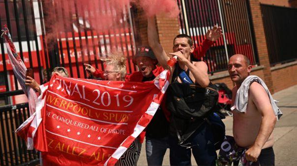 Hinchas de Liverpool celebrando el título de la Premier League