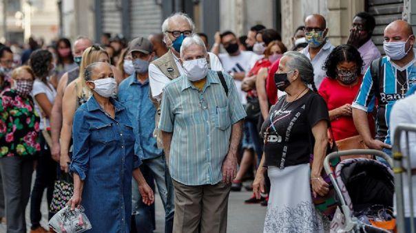 Brasil comienza a probar la vacuna de Oxford en plena pandemia.