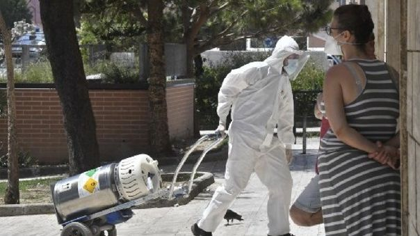 La presión en los hospitales italianos sigue a la baja y el número de personas que requieren Cuidados Intensivos ha bajado por vez primera del centenar.