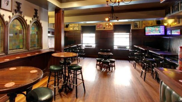 Los 7 000 pubs irlandeses cerraron la víspera de la multitudinaria fiesta de San Patricio.