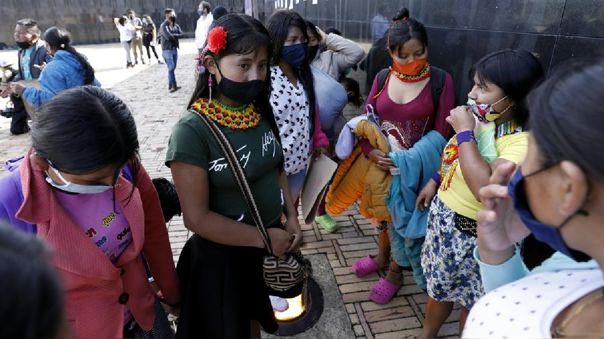 Asociaciones de pueblos indígenas se han manifestado en los últimos días frente a unidades militares en Bogotá, Cali y Pereira para exigir justicia en el caso de la violación de la niña embera-chamí.