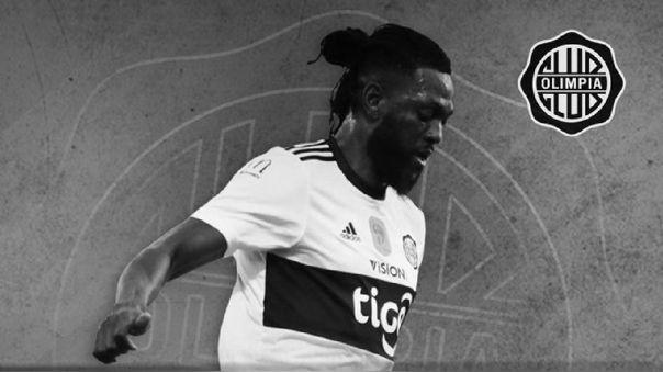 Olimpia rescindió contrato a Adebayor que sigue varado en Togo