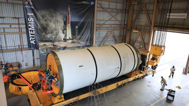 Parte del ensamblaje de propulsores para la misión ARTEMIS I