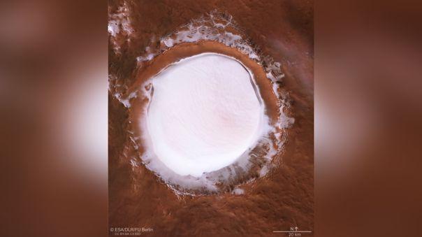 Vista cenital del cráter Korolev ubicado en Marte.