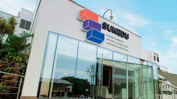 El ministro de Educación, Martín Benavides Abanto, es cuestionado porque los licenciamientos de UTP y UPAL se dieron durante su gestión.