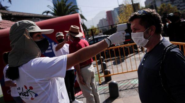 Coronavirus en Chile | Control de temperatura en calles de Santiago