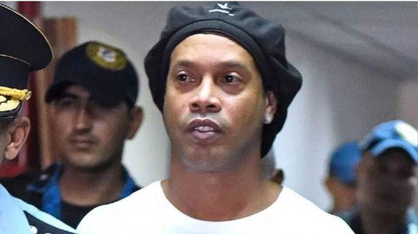 Ronaldinho cumplió cuatro meses detenido y no hay signos que lo vayan a liberar