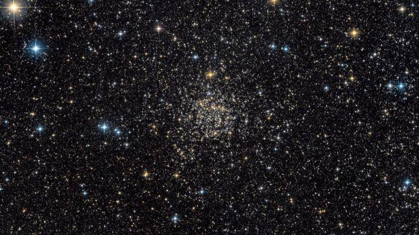 NGC 7789, también conocida como Caroline's Rose. Se trata de un