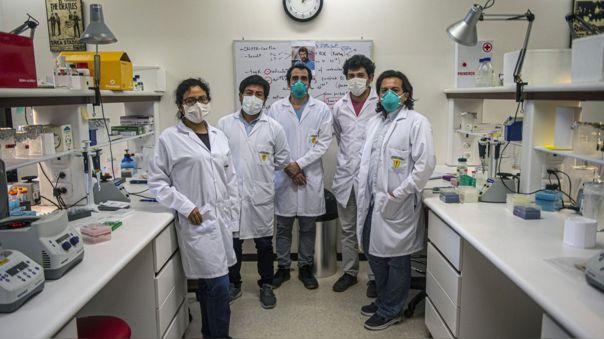 El equipo de científicos peruanos que desarrolló la prueba de COVID-19.