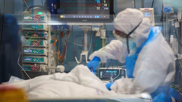 Culmina la primera fase de contratos con clínicas privadas para atender a pacientes graves de COVID-19.