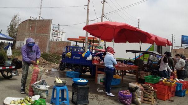 Mercado itinerante no cumple con las medidas de salubridad.