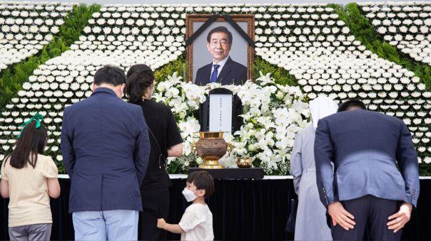 Ciudadanos se despiden del alcalde de Seúl, la capital de Corea del Sur, luego de muerte.