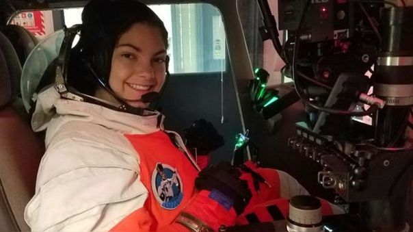 Alyssa Carson en un simulador de vuelo en Advanced Space Academy.