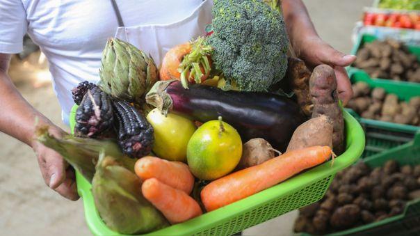 Una dieta saludable ayuda a protegernos de la malnutrición y de enfermedades no transmisibles como la diabetes.