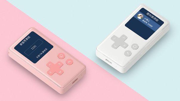 Los dos colores del Xiaomi AI Ping Q, que se apoya en botones físicos.