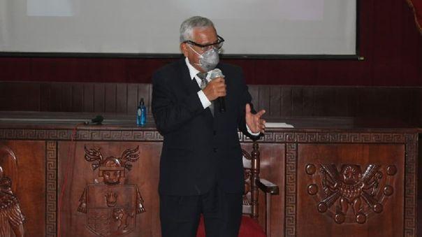 Gobernador regional criticó el cambio de gabinete.
