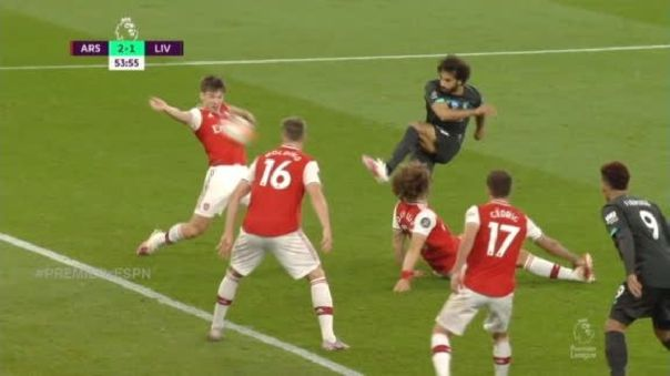 Así quedó David Luiz con la jugada de Mohamed Salah