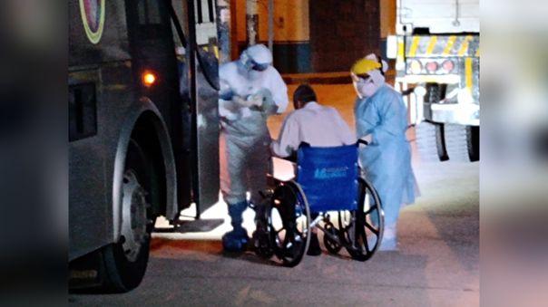 Pacientes de Jaén son trasladados en bus a Chiclayo.