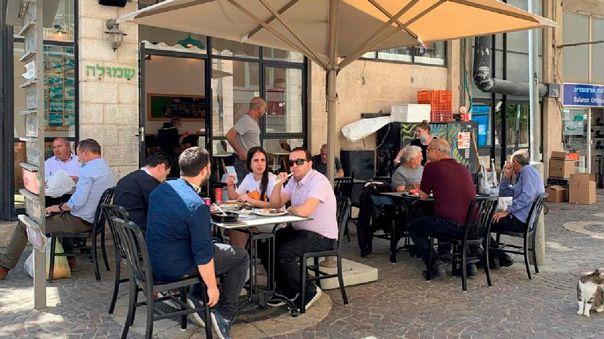 Israel roza los 2 000 nuevos positivos diarios, cifra que se puso de límite para volver al cierre total.