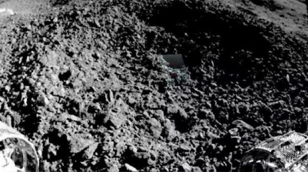 Extraño material hallado en un cráter lunar por el rover chino Y
