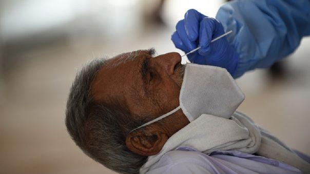 La Organización Mundial de la Salud (OMS) subrayó que todavía no se ha podido comprobar si la resistencia al coronavirus tendría una duración de doce meses.