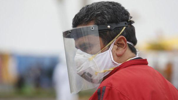Mascarilla y protector facial