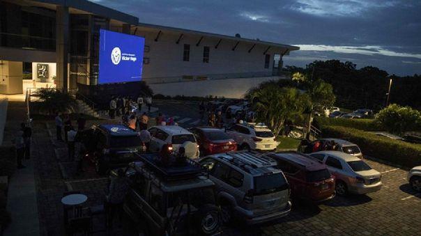 Mientras las salas de cine en Nicaragua permanecen cerradas desde marzo pasado, el autocine ha recibido desde su apertura, en mayo pasado, a cientos de cinéfilos.