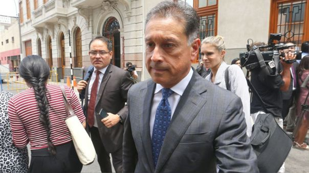 Gerardo Sepúlveda actualmente cumple comparecencia con restricciones por el caso Westfield e impedimento de salida del país por el caso Interoceánica Sur.