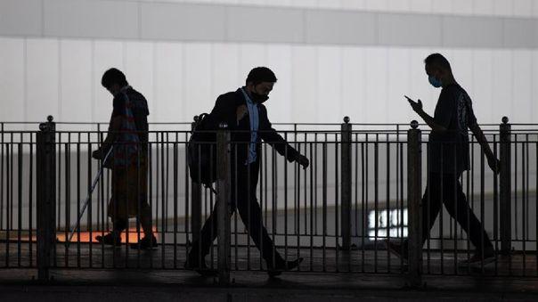 Según las cifras oficiales, hasta el momento se han registrado 1.885 casos confirmados en Hong Kong, con 12 fallecimientos.