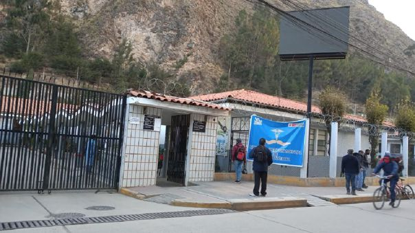 En el Hospital Zacarías Correa Valdivia, los médicos llegan a atender a quince pacientes positivos con COVID-19 al día.
