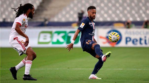 De espaldas, mirando a otro lado y sin que el balón caiga: el magistral pase de Neymar a Di María