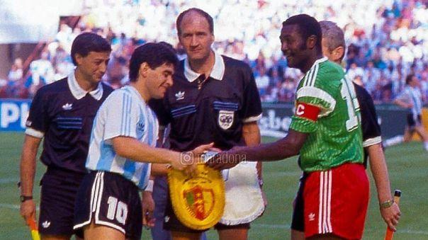 Maradona rinde homenaje a Tataw, excapitán de Camerún en Italia-1990
