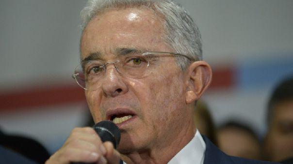 La justicia de Colombia ordenó este último martes la detención domiciliaria de Uribe