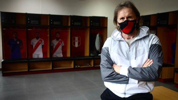 Ricardo Gareca con la mascarilla oficial de la Selección Peruana