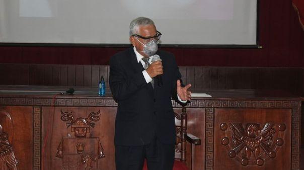 Anselmo Lozano pidió al congreso no perjudicar más al País.